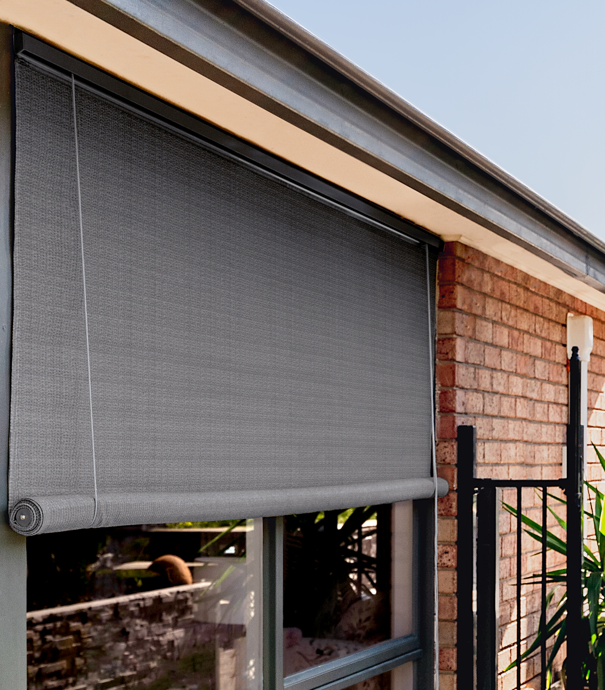 <b>Graphite Outdoor Roll Up Blind</p><p></b>Shade Cloth