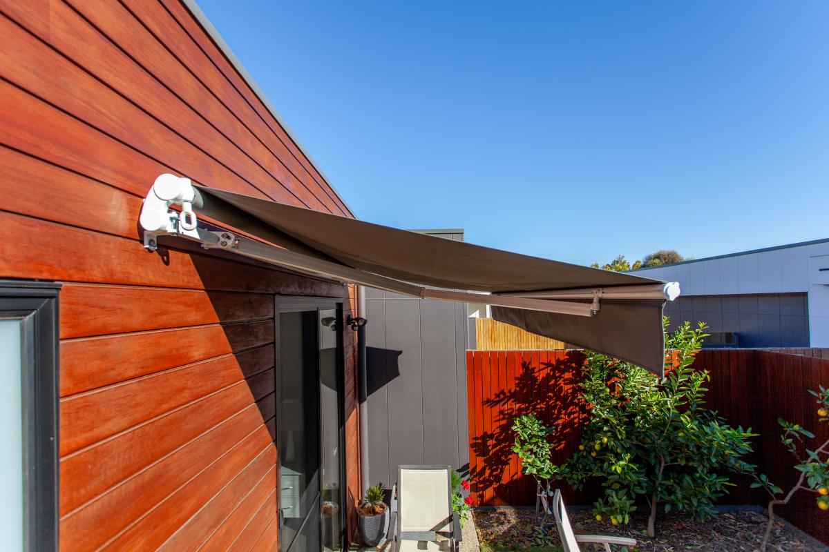 <b>Easy Fit Awning</p><p></b> Fixed Arm